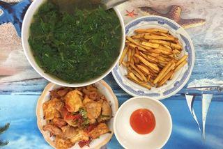 Bữa cơm 8 ngàn đồ ăn của đôi bạn sinh viên Hà Nội