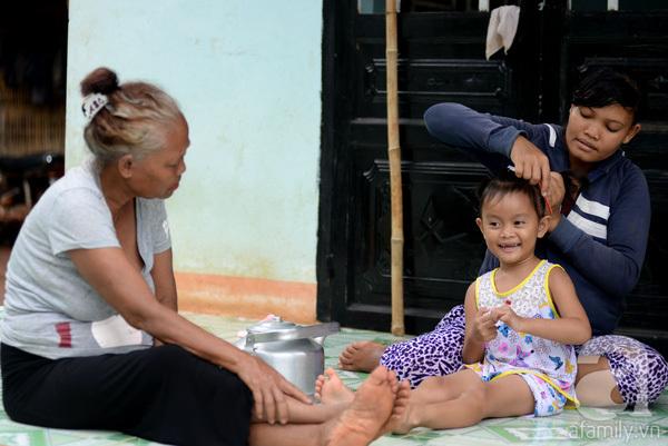 Tình tiết bất ngờ trong vụ trao nhầm con ở Bình Phước: Một gia đình nhận nuôi cả 2 bé - Ảnh 5.