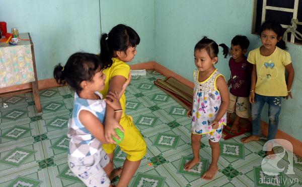 Tình tiết bất ngờ trong vụ trao nhầm con ở Bình Phước: Một gia đình nhận nuôi cả 2 bé - Ảnh 6.