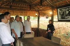 Bộ trưởng TT&TT dâng hương tưởng niệm Bác tại ATK Định Hóa