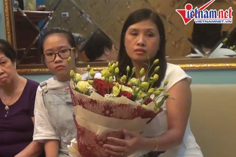 Vợ con ra đón Hoàng Xuân Vinh ở sân bay