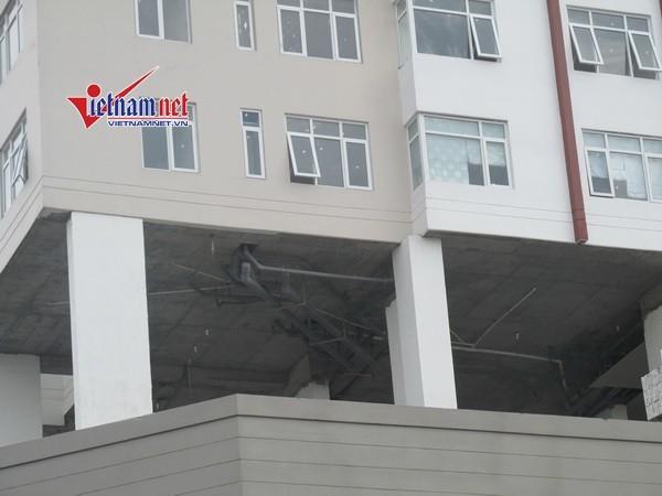 """Thảm họa chung cư: Thi công ngổn ngang đã """"lùa"""" dân vào ở"""