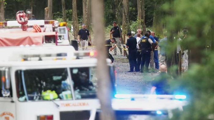 Ba cặp vợ chồng chết thảm vì máy bay rơi