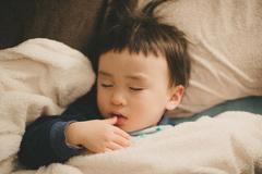 Lý do vì sao bố mẹ cần cho con đi ngủ trước 9 giờ tối