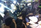 Cảnh sát đột kích quán bar, hàng trăm dân chơi vứt ma túy xuống sàn - ảnh 5