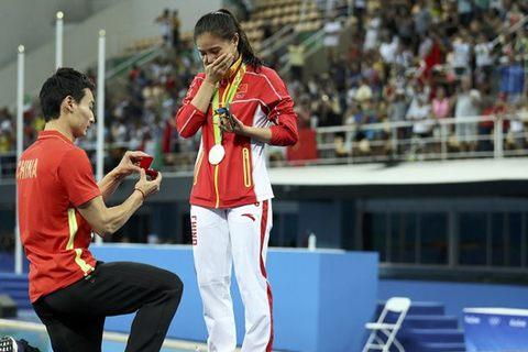 Nữ VĐV được bạn trai cầu hôn ngay sau khi nhận HC Olympic