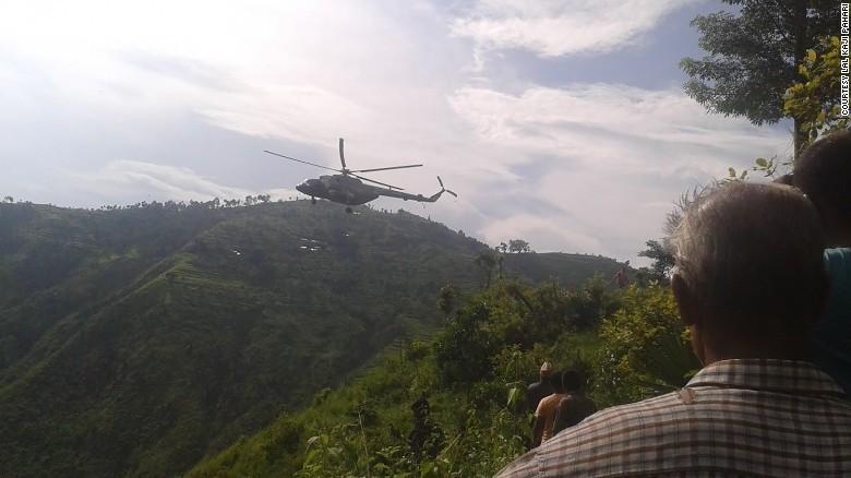 Xe buýt lao xuống sườn đồi ở Nepal, 33 người thiệt mạng