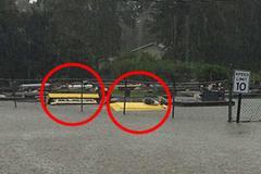 Ngập lụt nặng ở Mỹ, quan tài bập bềnh giữa phố