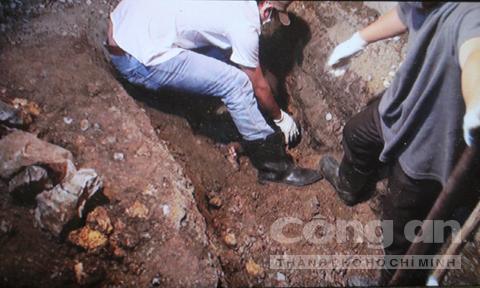 Trong 'hố chôn xác vợ giữa phòng ngủ' có gì?