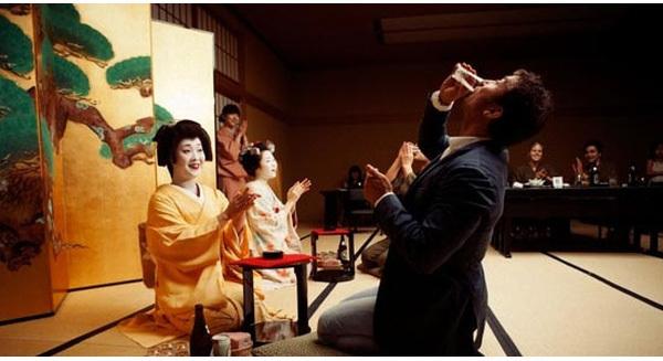văn hóa công sở, công sở Nhật, đòi tăng lương, luật bất thành văn, công sở nhật, không biết nhậu đừng đòi tăng lương, sếp ghét