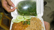 Dễ nhiễm độc từ túi nilon, hộp đựng thức ăn nóng