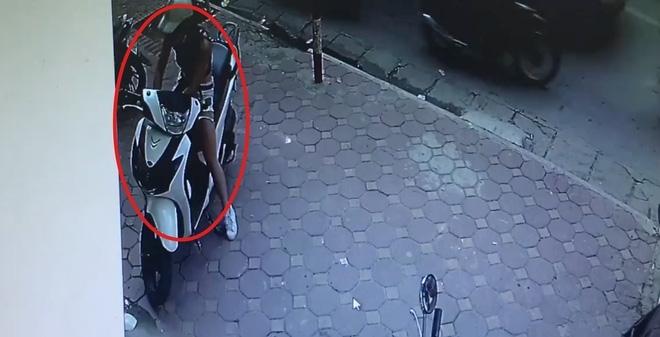 Cận cảnh 'hot girl chân dài' trộm xe SH nhanh trong tích tắc