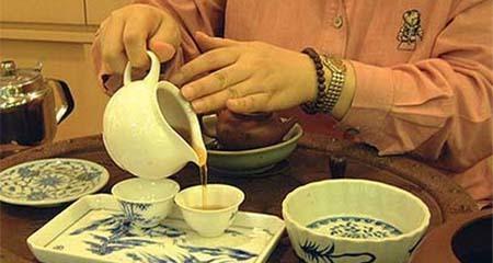 Uống trà tráng miệng sau khi ăn, thói quen tưởng lành mà rất hại của người Việt