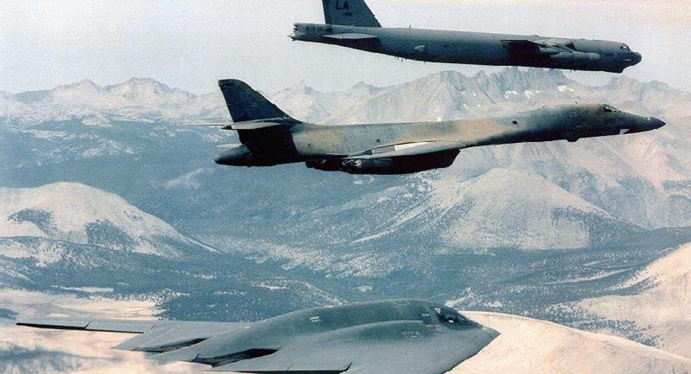3 máy bay ném bom chiến lược Mỹ 'hợp sức' ở Biển Đông