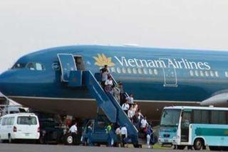 Khách VIP tát tiếp viên hàng không bị cấm bay 6 tháng