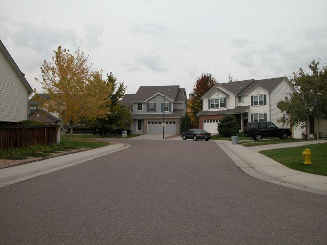 Có nên mua nhà có đường đâm thẳng vào nhà?