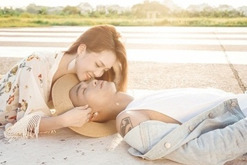Đinh Hương và Big Daddy hôn nhau say đắm trong MV mới