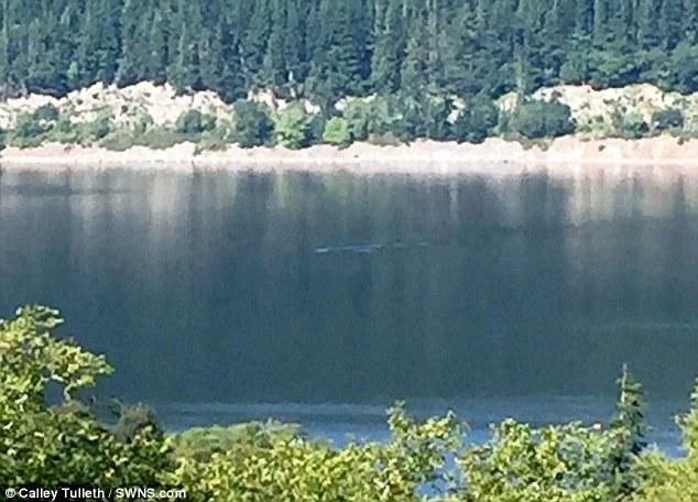 Phát hiện vật 'khổng lồ' bí ẩn trên mặt hồ Loch Ness
