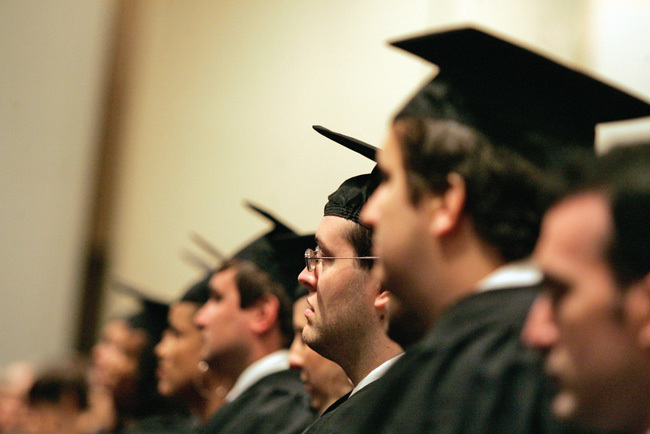Cử nhân, thạc sĩ chưa đủ, phải tiến sĩ quốc tế mới oai