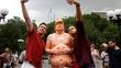 Tượng Trump khỏa thân bí ẩn xuất hiện khắp nơi