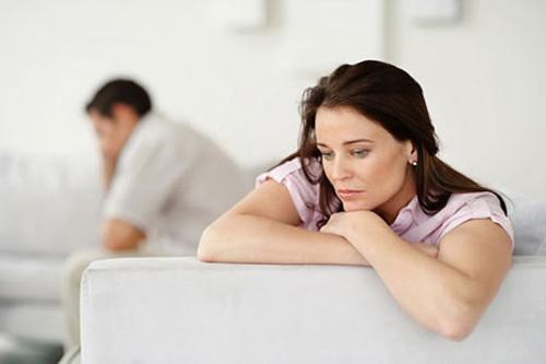 Chồng ngoại tình với cô trợ lý, bắt vợ giải quyết hậu quả