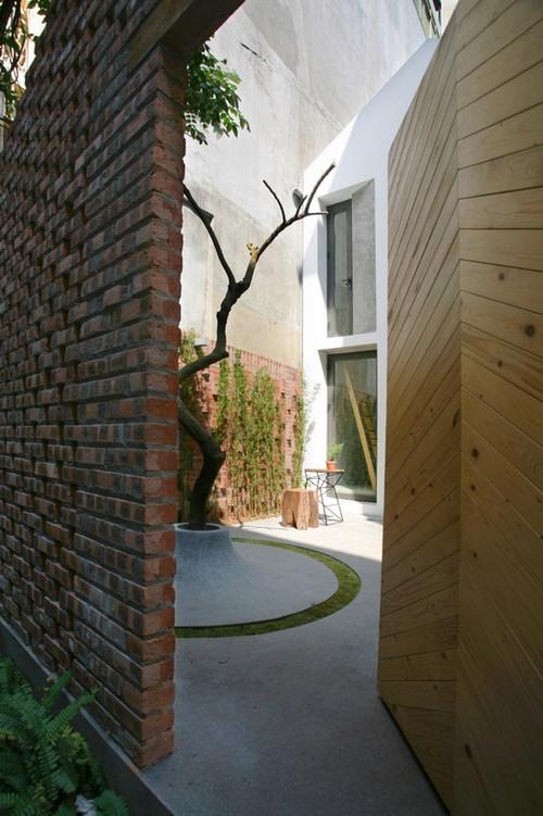 20160819145551 nha pho3 Ngắm nhìn sự mộc mạc đầy ấn tượng của ngôi nhà phố sẵn sàng cắt đất làm sân vườn ở Hà Nội