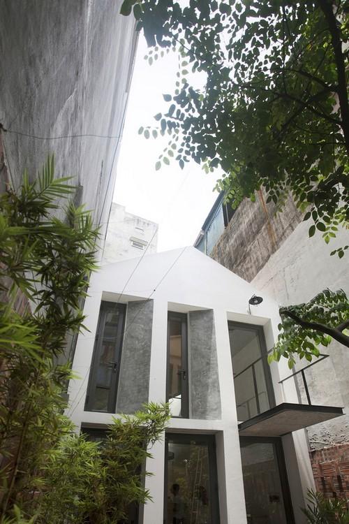 20160819145551 nha pho4 Ngắm nhìn sự mộc mạc đầy ấn tượng của ngôi nhà phố sẵn sàng cắt đất làm sân vườn ở Hà Nội