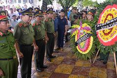 Bộ trưởng Tô Lâm viếng Bí thư tỉnh Yên Bái