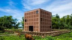 Tại Quảng Nam có một ngôi nhà đất nung đẹp rạng ngời trên báo Mỹ