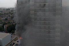 Cháy dữ dội ở London, khói đen kịt bầu trời
