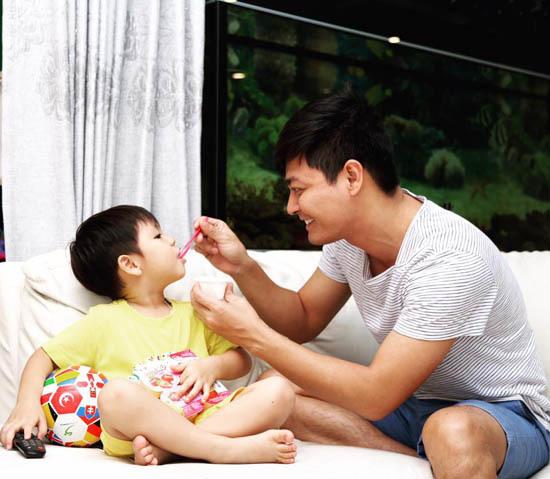 Hình ảnh đẹp không ngờ của MC Phan Anh, Tuấn Hưng
