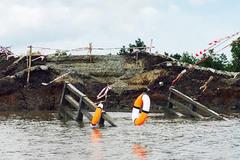 Cầu 4 tỷ vừa thông xe bất ngờ sập là do sụt nền đất