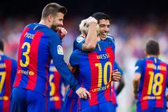 Messi thăng hoa, Suarez ghi hat-trick, Barca đánh tennis