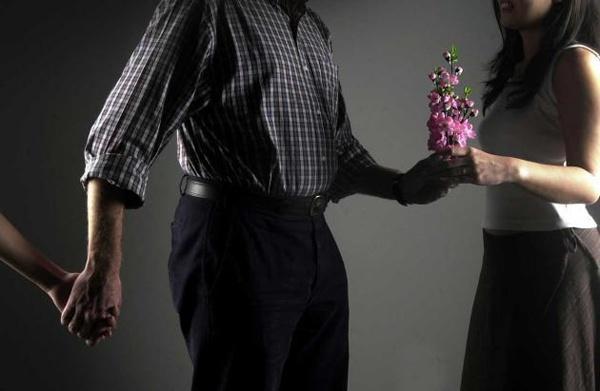 7 lời khuyên để 'sống sót' khi chồng ngoại tình