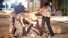 Thót tim cảnh sát gỡ bom trên người chiến binh nhí
