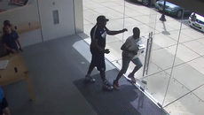 Clip cướp máy tính 10 nghìn đô lao khỏi cửa hàng