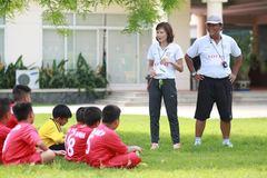 """Ngọc Châm """"cãi tay đôi"""" với Trần Minh Chiến"""