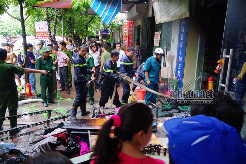 Hà Nội: Cháy lớn khu giãn dân, 1 người chết
