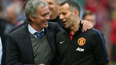 "Giggs cảnh báo Mourinho về ""cơn giông bão"" ở MU"