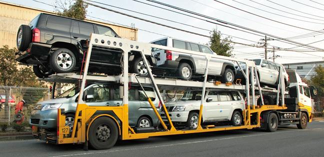 Hối nhau xả hàng: Ô tô đại hạ giá trăm triệu