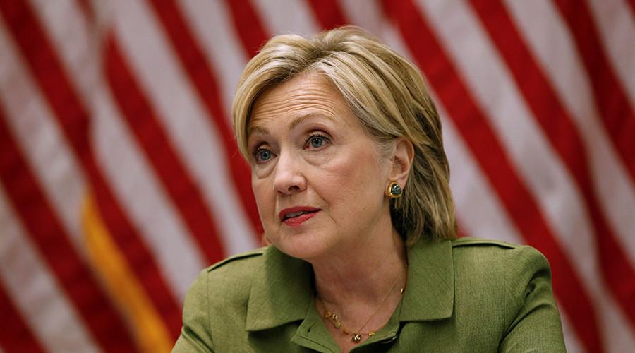 Hillary Clinton lại gặp thêm bê bối