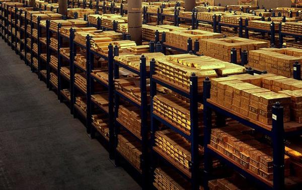 Nhà giàu mua hàng tấn vàng, ngân hàng phải xây thêm kho