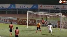 Pha cứu thua không tưởng ở V.League khiến fan quốc tế ngỡ ngàng
