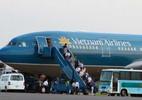 Máy bay Vietnam Airlines bị rách cánh, dừng bay