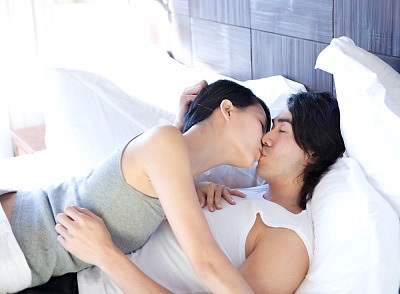 40 ngày liên tục chăn gối và bài học giữ chân chồng của người vợ