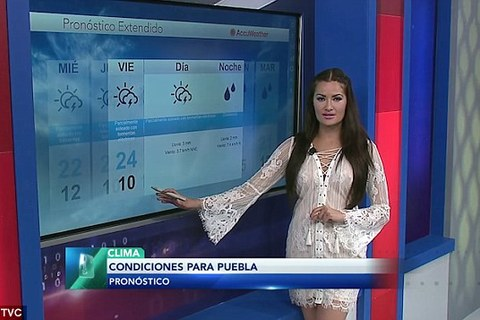 MC thời tiết mặc váy mỏng tang lên hình