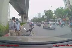 Hành xử bất ngờ của 2 tài xế sau pha va chạm trên đường