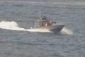 Loạt tàu Iran chặn tàu Mỹ đầy kịch tính