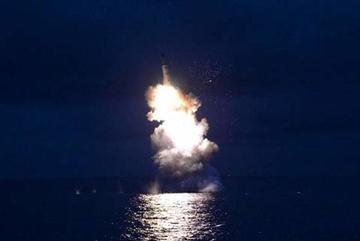 Xem Triều Tiên phóng tên lửa từ tàu ngầm
