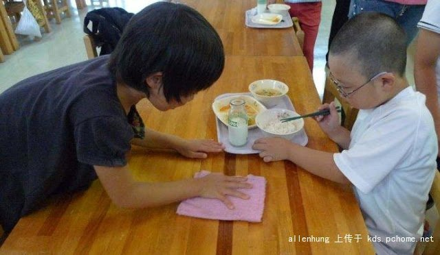 ăn trưa, trẻ em Nhật Bản, người Nhật dạy con, dạy con, nuôi dạy con